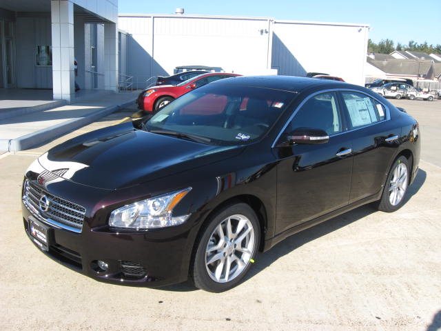 fresh off the truck 2010 nissan maxima sv in the all new. Black Bedroom Furniture Sets. Home Design Ideas