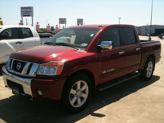 2008 nissan titan crew cab le in red brawn arrives at victoria nissan victoria nissan news. Black Bedroom Furniture Sets. Home Design Ideas